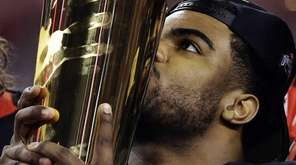 Ohio State running back Ezekiel Elliott kisses the