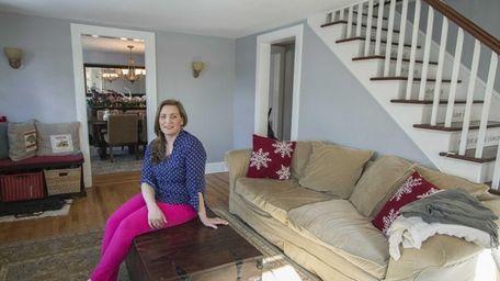 Jamie Glowinski shows her cozy Glen Cove Colonial