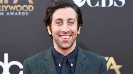 Simon Helberg arrives at the Hollywood Film Awards