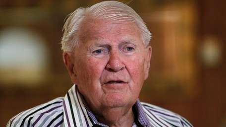 US 1948 gold medalist Ray Lumpp talks to