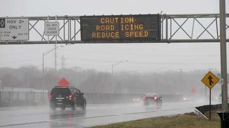 Sign over the westbound Long Island Expressway in