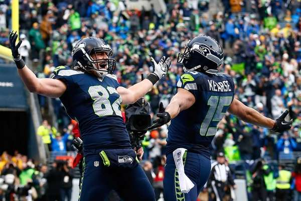 Luke Willson #82 of the Seattle Seahawks celebrates