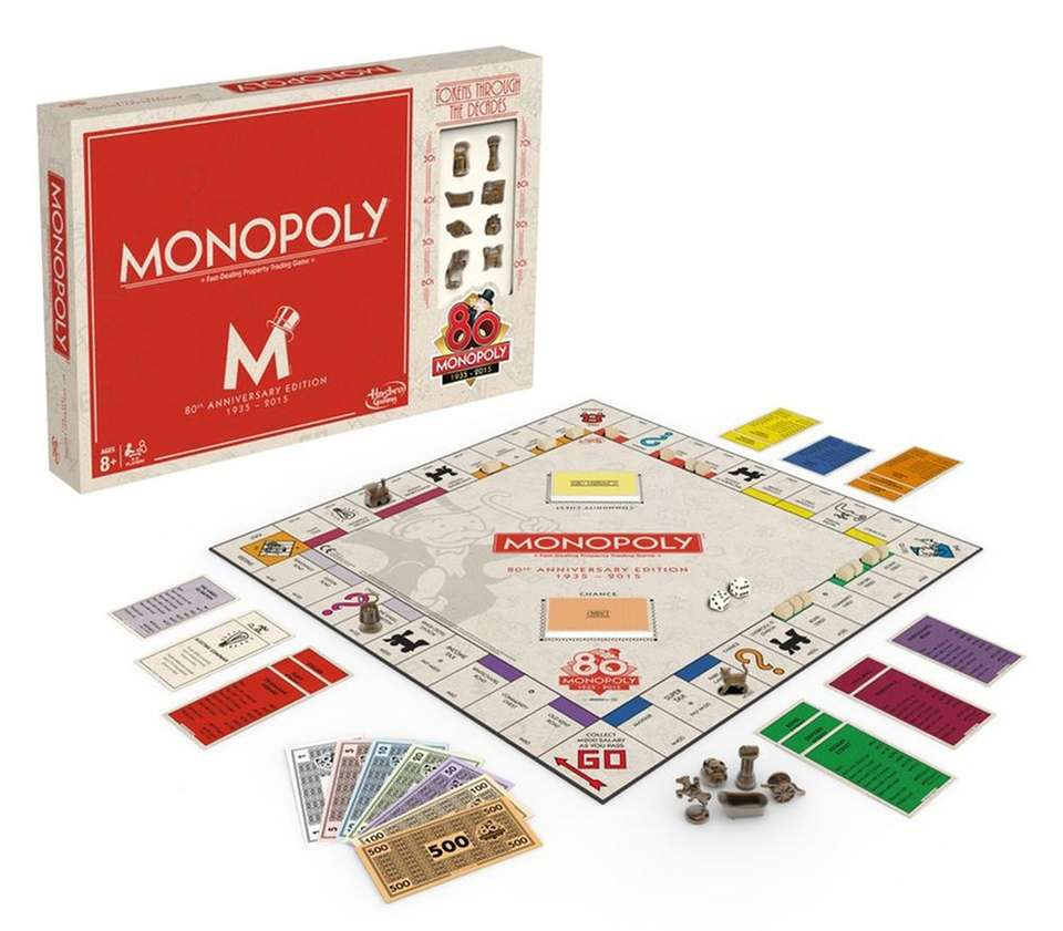 The original Monopoly game included 10 metal tokens,