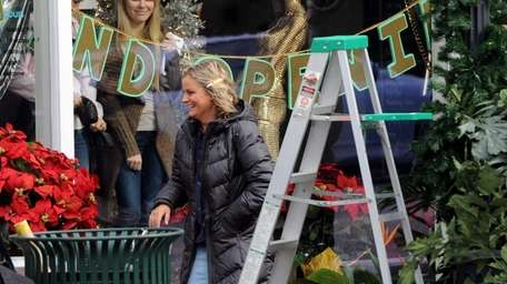 Amy Poehler walks on the set of