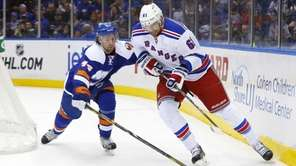 Rick Nash of the New York Rangers tries