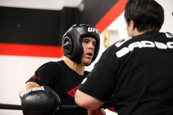 Al Iaquinta, a UFC fighter from Wantagh, trains