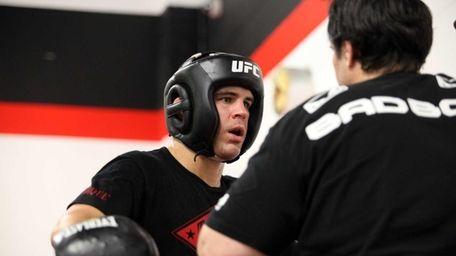 Al Iaquinta, a UFC fighter from Wantagh, trains