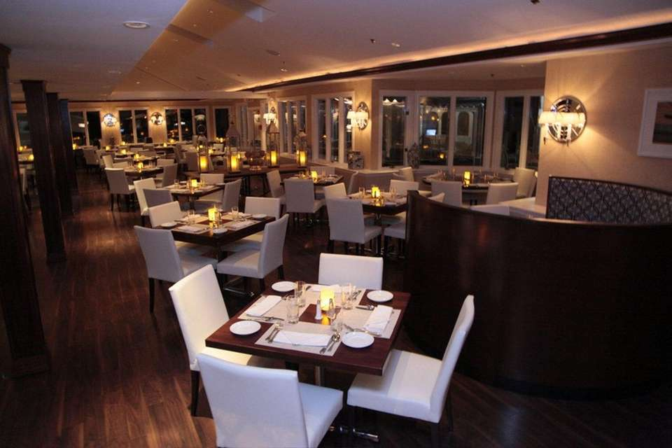 View (3 Consuelo Pl., Oakdale): This seafood eatery