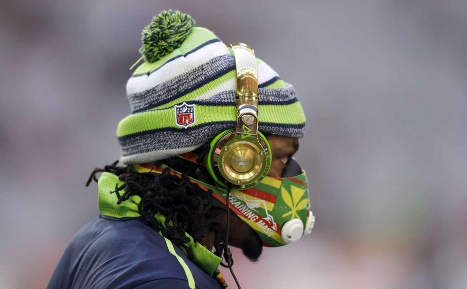 Seattle Seahawks running back Marshawn Lynch warms up