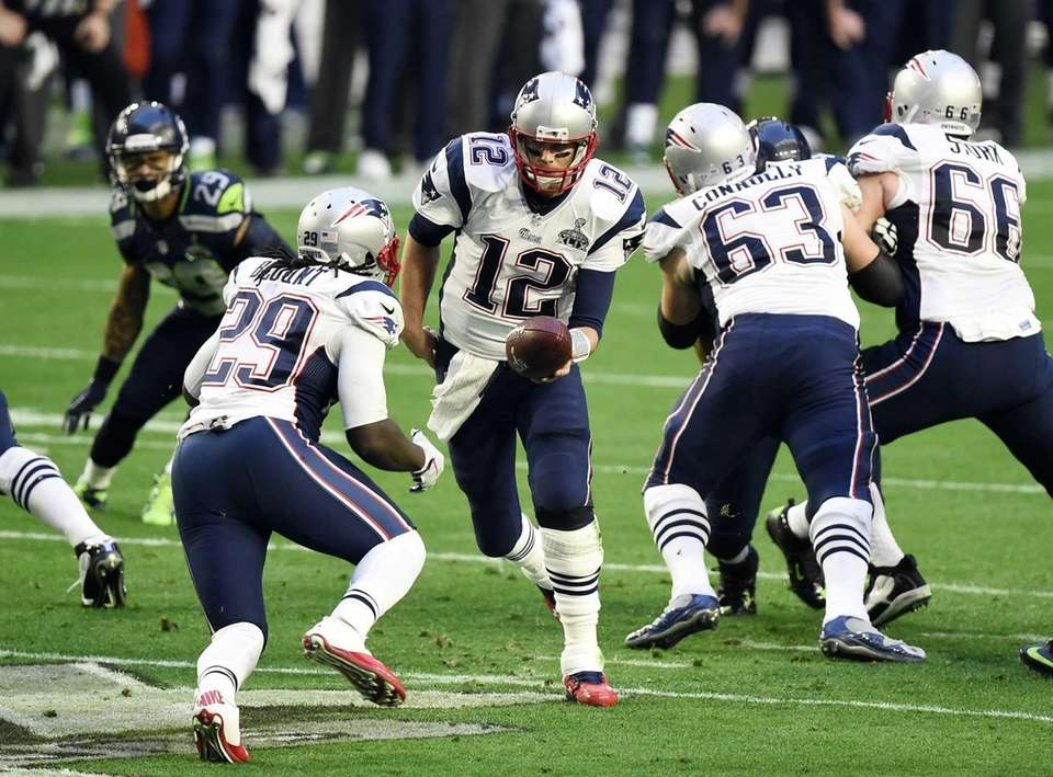 Tom Brady hands the ball to LeGarrette Blount