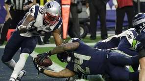 Seattle Seahawks running back Marshawn Lynch dives into