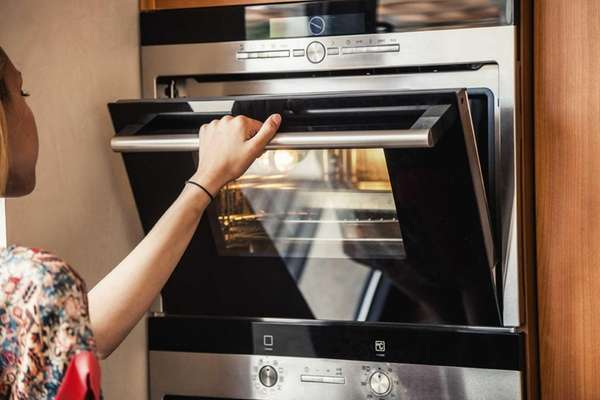 Cooking tips do you keep the oven door open to broil for How long do you cook fish in the oven