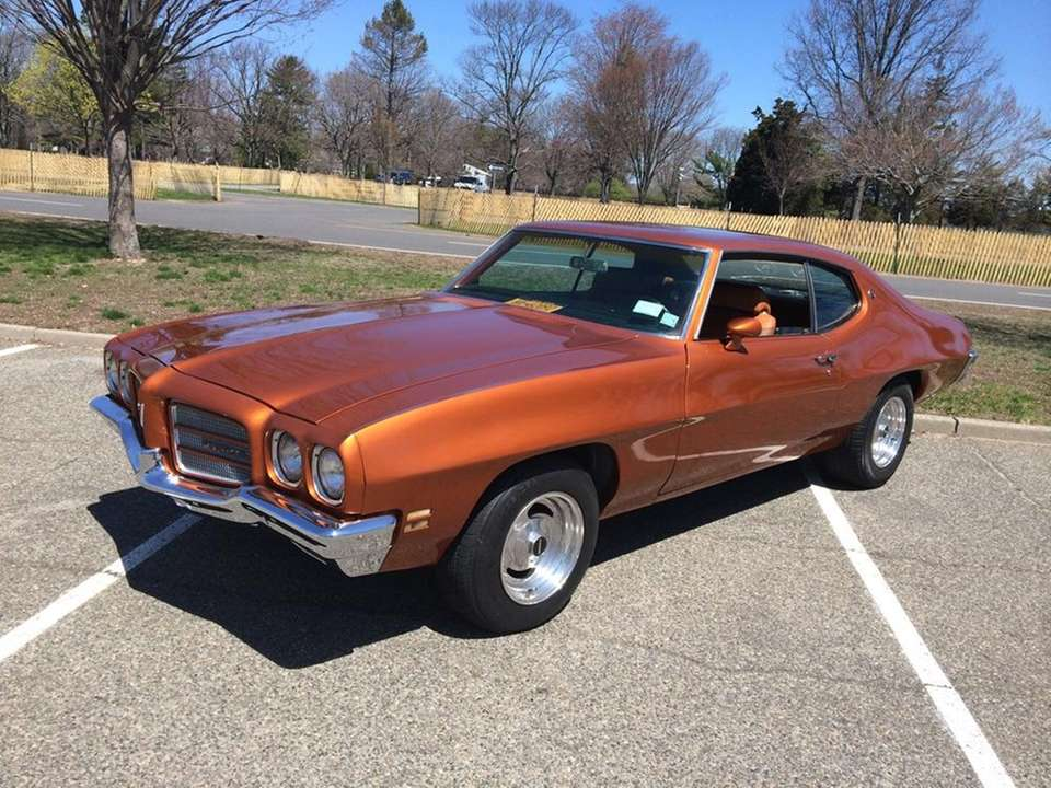 This 1972 Pontiac Luxury LeMans coupe owned by