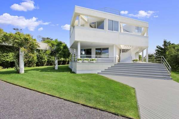 This contemporary Quogue home was built in the