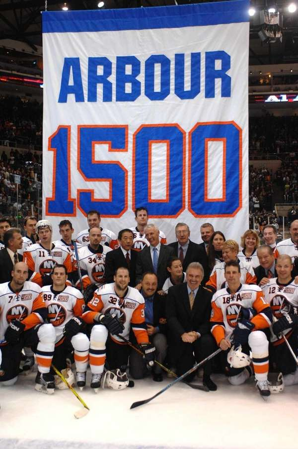 Former Islanders coach Al Arbour poses with the