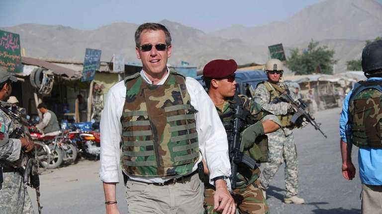 Brian Williams visits with U.S. Special Forces in