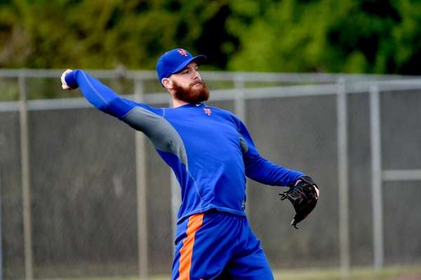 Mets pitcher Vic Black throws during a spring