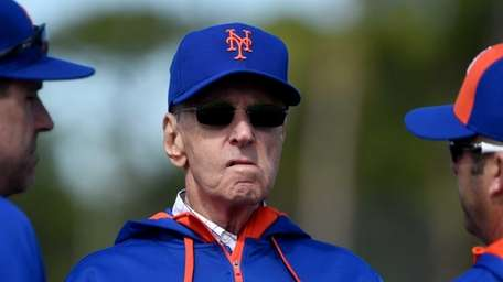 Mets owner Fred Wilpon talks to batting coaches