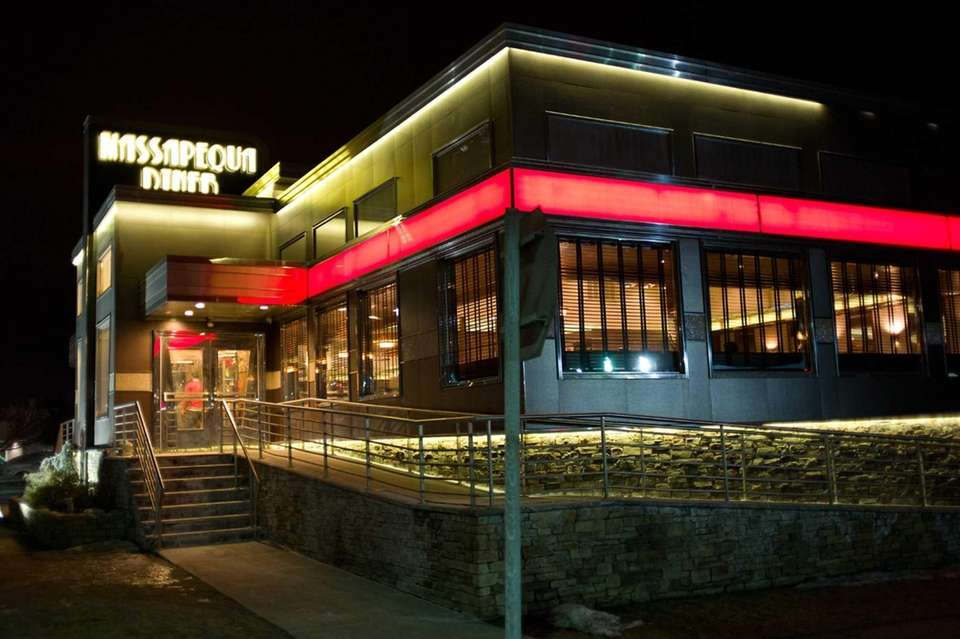 Massapequa Diner, Massapequa: Night-shift workers make up the
