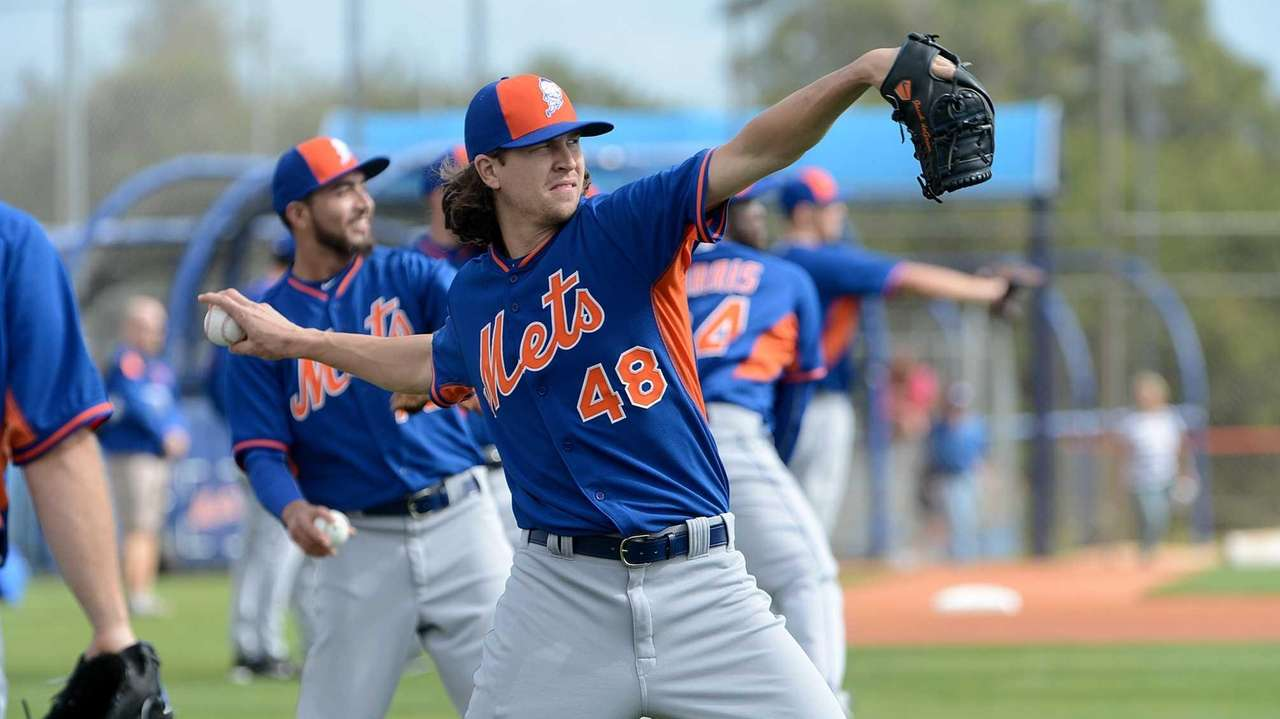 New York Mets pitcher Jacob deGrom plays catch
