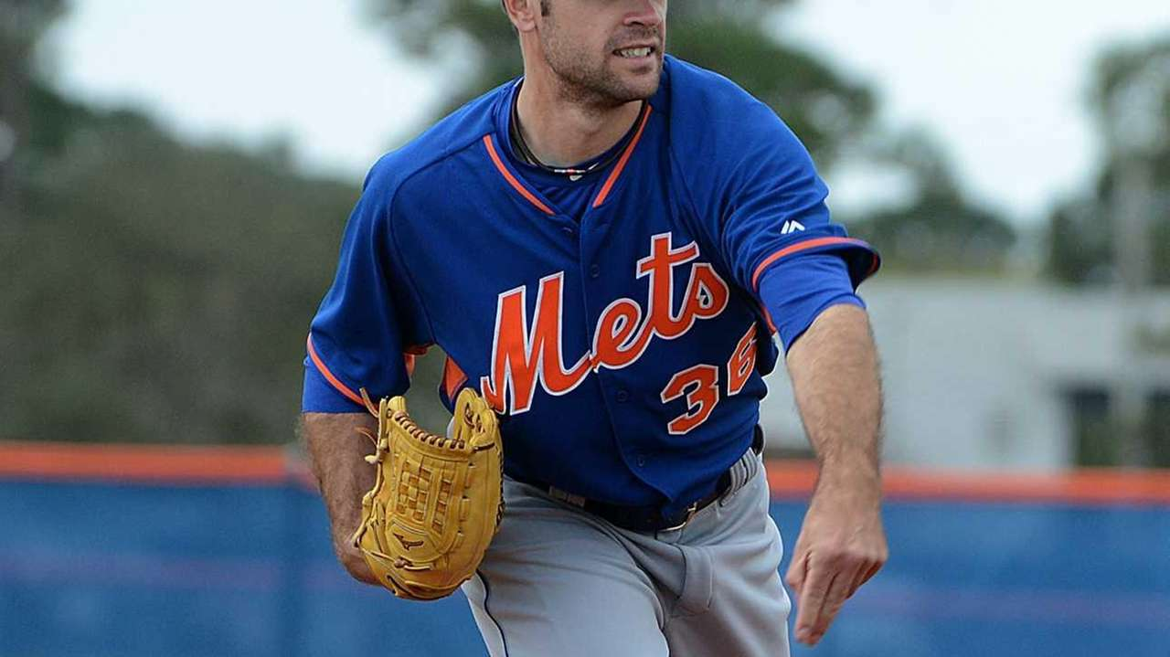 New York Mets pitcher Sean Gilmartin practicing a