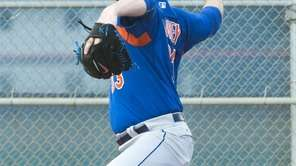 New York Mets pitcher Matt Harvey throws a