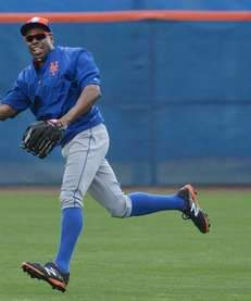 Mets outfielder Curtis Granderson catches fly balls during