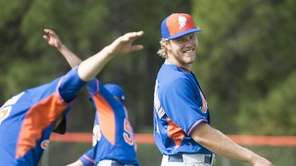 New York Mets pitcher Noah Syndergaard does warm-up