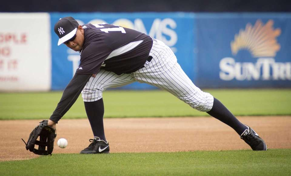 New York Yankees third baseman Alex Rodriguez fields