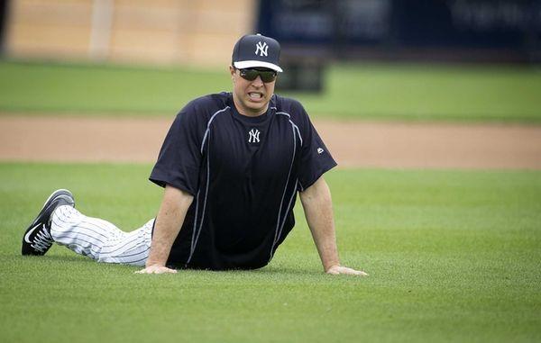 New York Yankees first baseman Mark Teixeira stretches