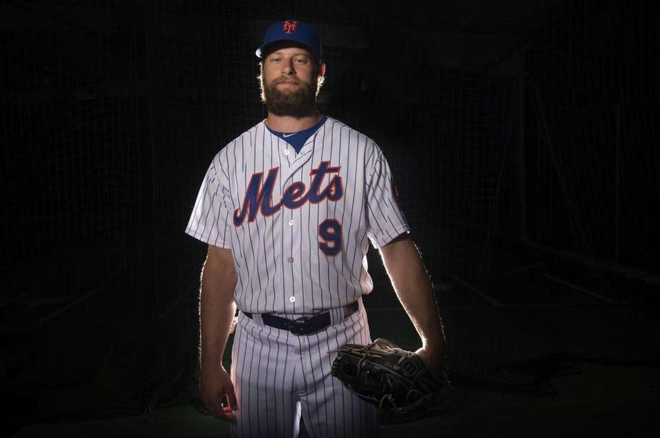 Mets outfielder Kirk Niewenhuis is photographed during photo