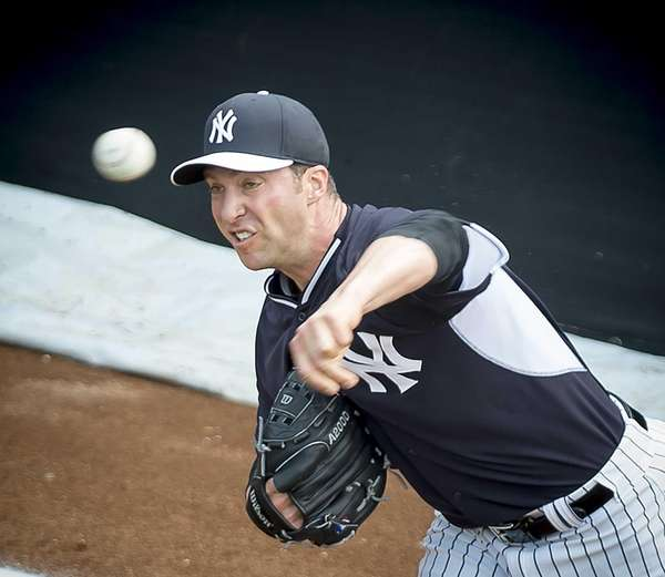 New York Yankees' pitcher Chris Capuano throwing in